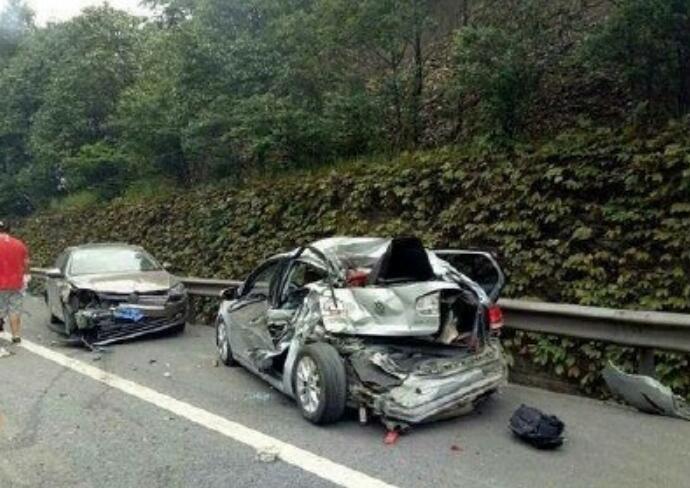 四川车祸4死3伤 交通事故发生的原因是什么 详情介绍