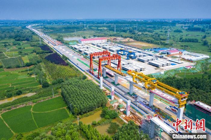 航拍滁宁城际铁路全线首梁成功架设。 韩新亮 摄