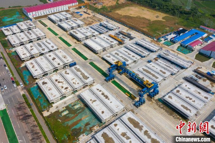 航拍滁宁城际铁路一期工程项目制梁场。 韩新亮 摄