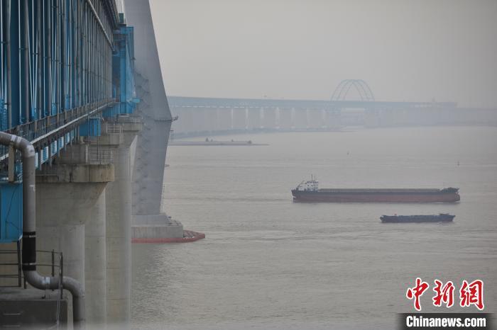 大桥下层为4线铁路 张亨伟 摄