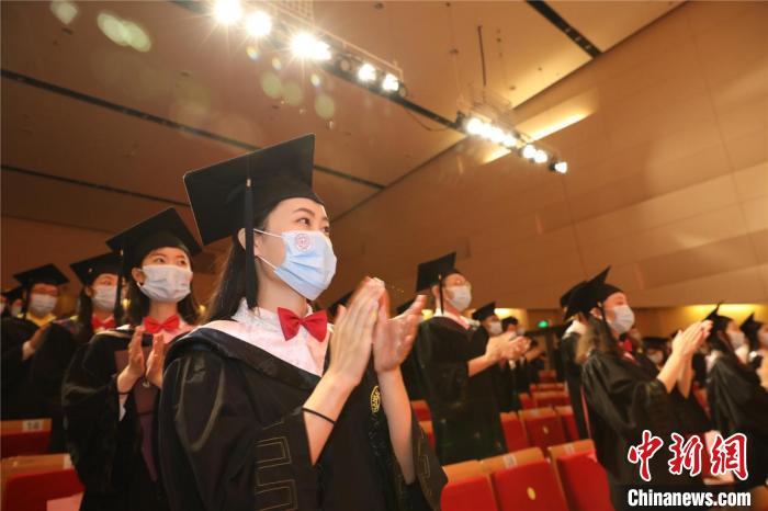 图为南开大学2020年毕业典礼暨学位授予仪式。南开大学供图